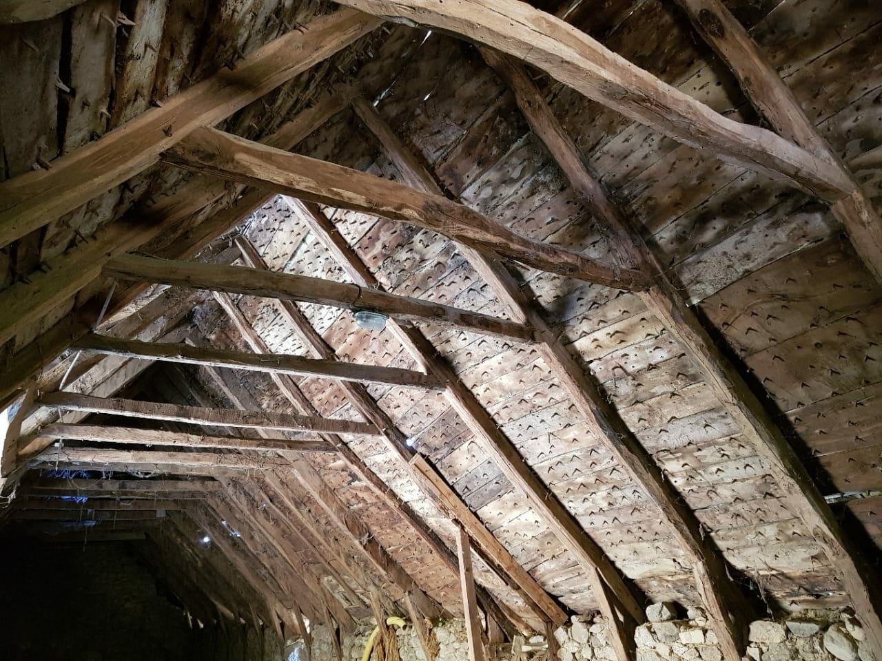 Particolare del soffitto in legno antico - News, il fascino del legno antico di recupero