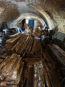 Recupero di travi in legno antico 225x300 - Recupero di travi in legno antico