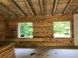 Rivestimento e tetto con travi in legno antico 300x225 - Rivestimento e tetto con travi in legno antico