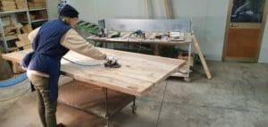 Il lavoro minuzioso della stuccatura eseguito interamente a mano 300x142 - Il lavoro minuzioso della stuccatura, eseguito interamente a mano