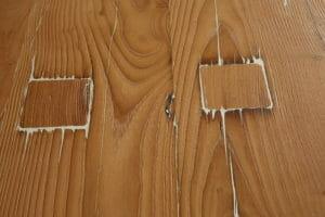 Intervento di stuccatura su una tavola di castagno antico 300x200 - Intervento di stuccatura su una tavola di castagno antico