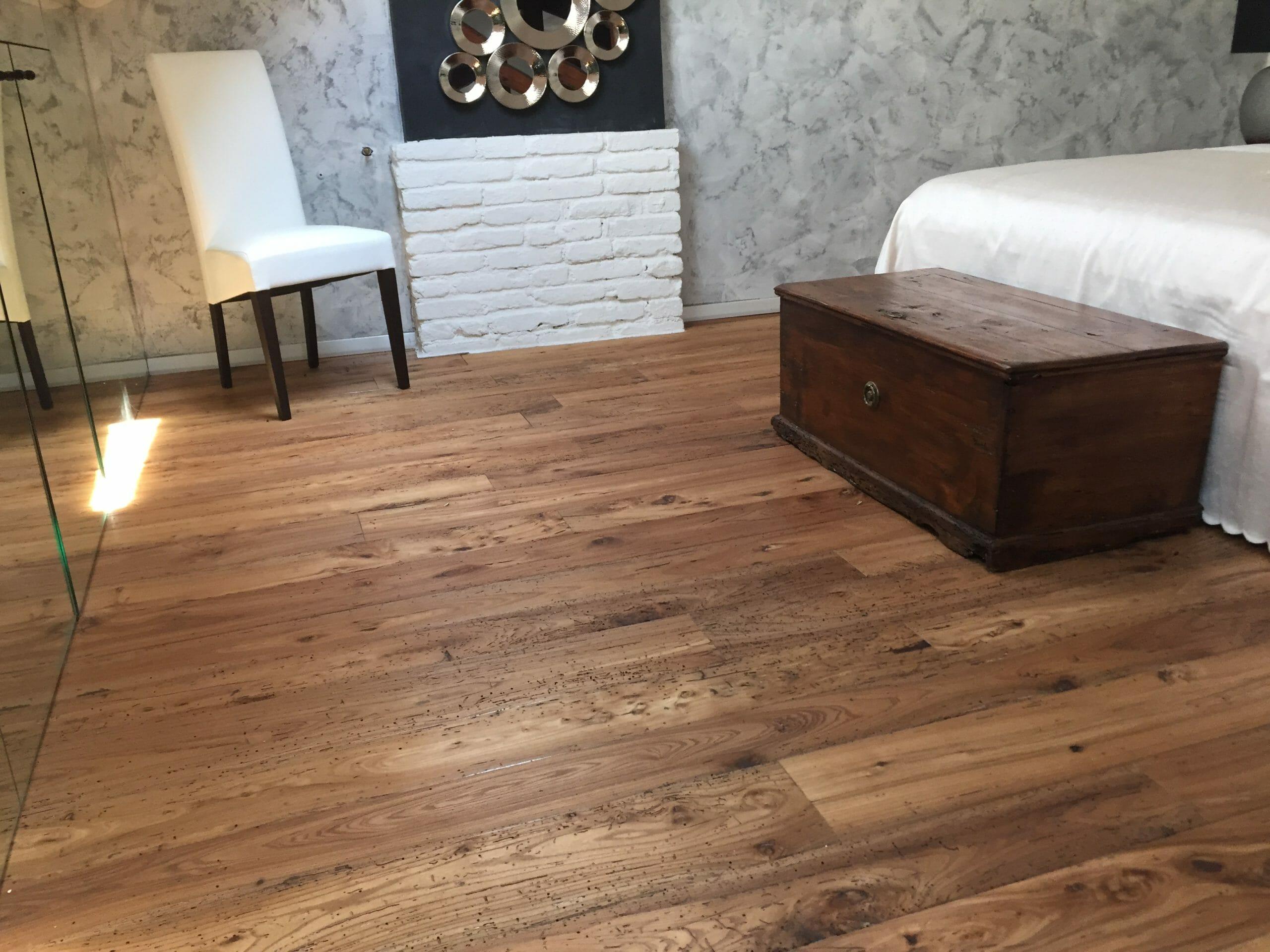 004 pavimento in olmo antico di recupero scaled - News, il fascino del legno antico di recupero
