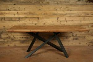 5J7A8871 tavolo con piano in legno su struttura in ferro verniciato 300x200 - 5J7A8871 -tavolo con piano in legno su struttura in ferro verniciato