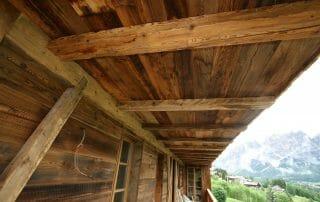 Legno antico di recupero contract albergo Cortina 2 320x202 - News, il fascino del legno antico di recupero