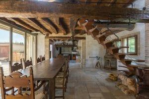 travature e tavolo in rovere antico di recupero 300x200 - travature e tavolo in rovere antico di recupero